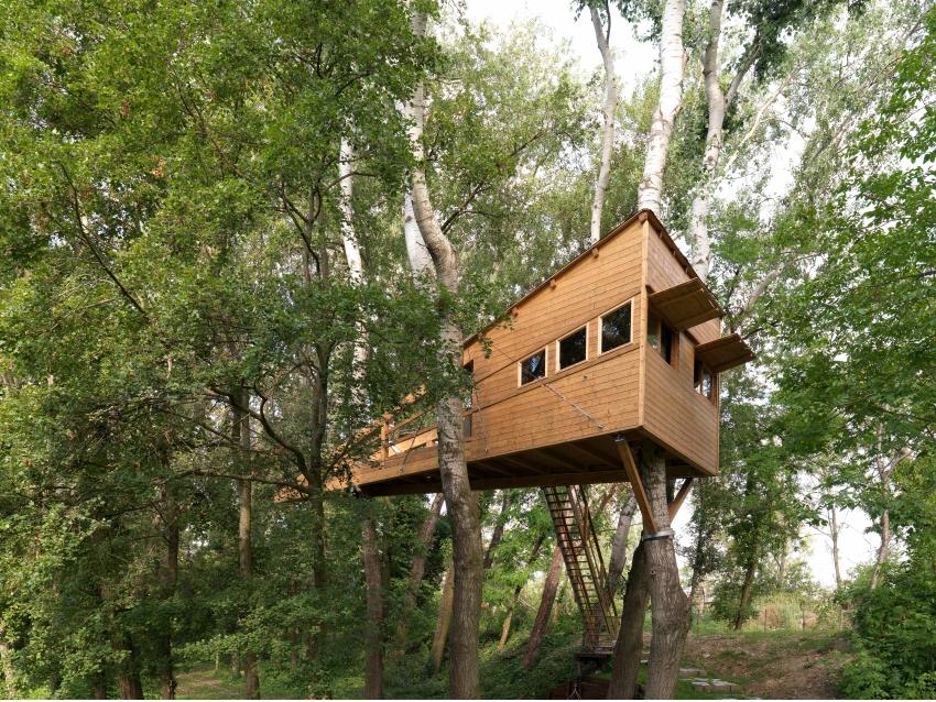 Una casa ecologica costruita con mattoni di legno for Ottenere una casa costruita