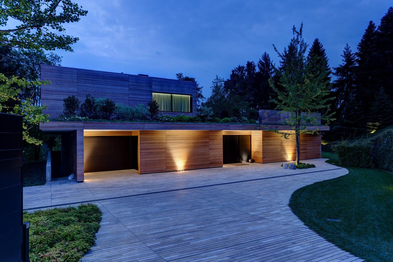 Villa prefabbricata interamente in legno monza brianza for Tetto in stile ranch