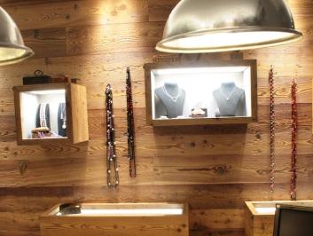 Rivestimento interno con pareti in legno di LARICE