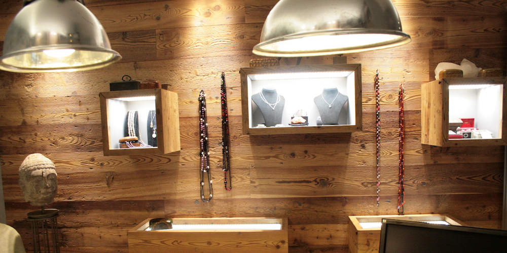 Rivestimento interno con pareti in legno di larice jove for Legno per pareti interne