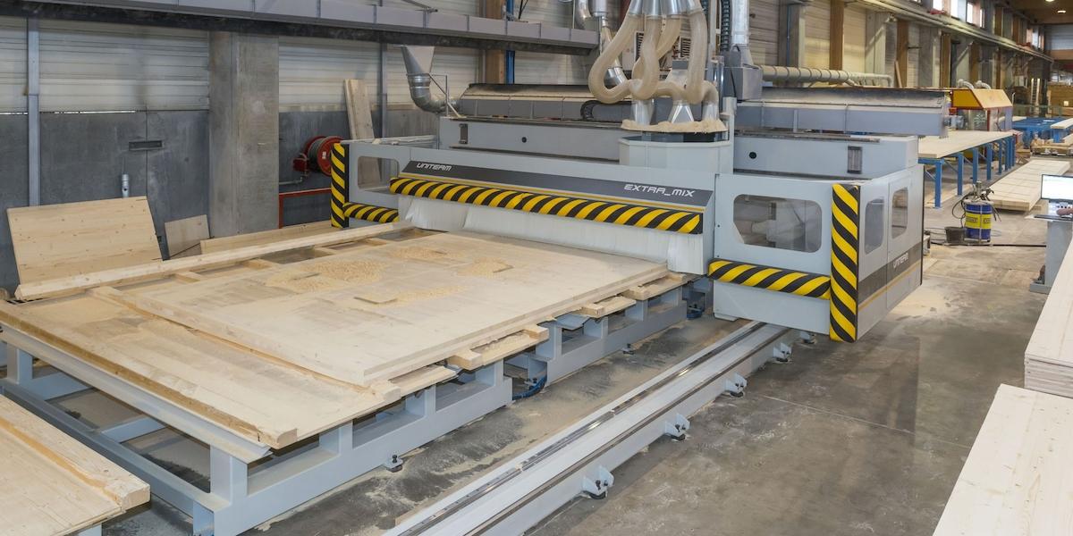 Xlam per le case prefabbricate in legno jove for Produttori case in legno prefabbricate