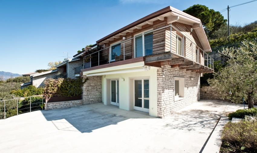 Casa prefabbricata in legno progetto di ampliamento jove for Casa in legno prefabbricata