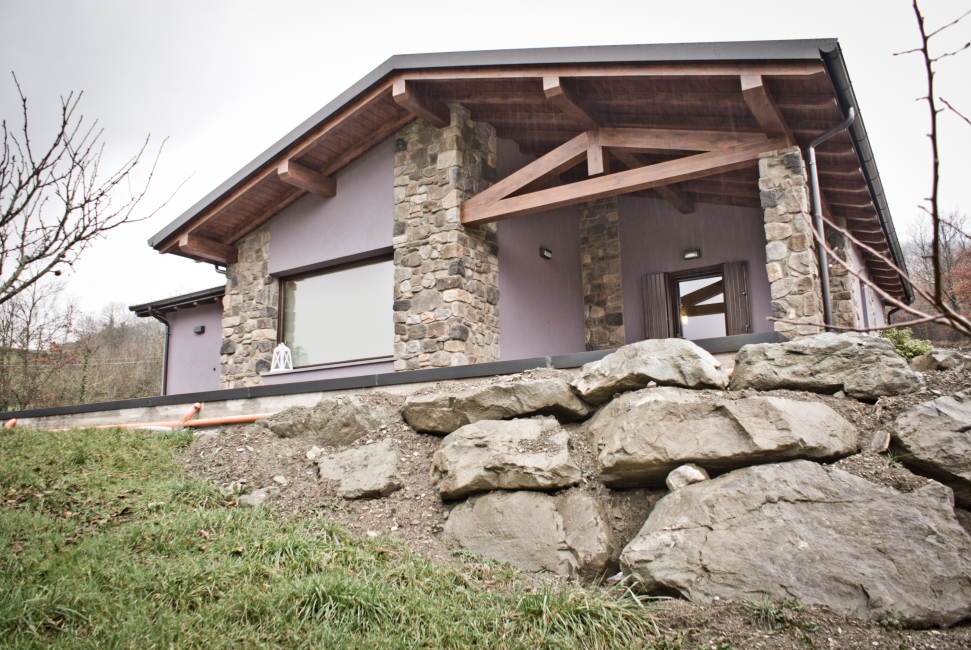 Casa prefabbricata in legno sistema xlam jove for Casa in legno prefabbricata