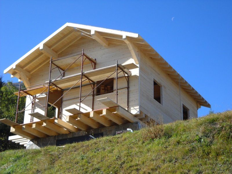 Chalet in legno con sistema blockbau svizzera jove for Sopraelevazione in legno