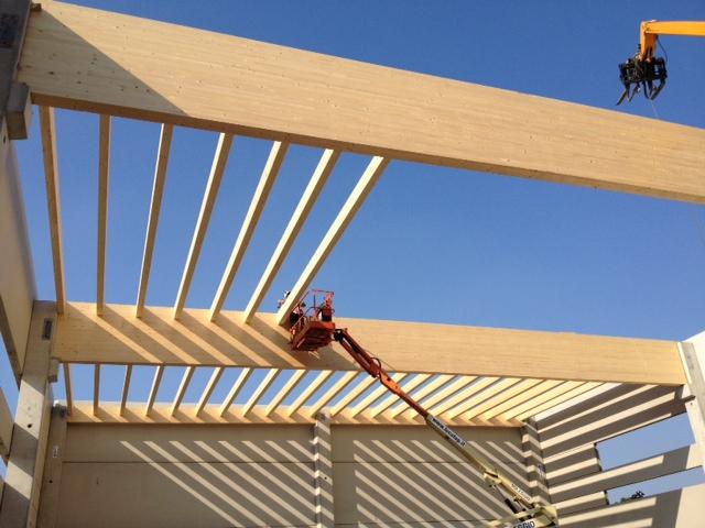 Struttura copertura in legno lamellare per la palestra for Strutture prefabbricate in legno